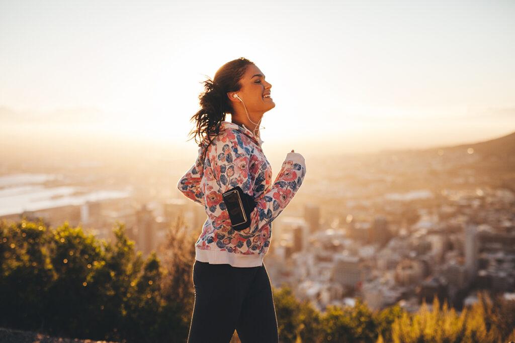 Woman walking to lose weight