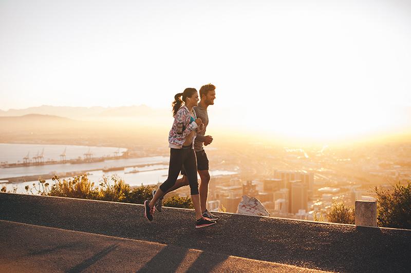 Couple doing a tempo run